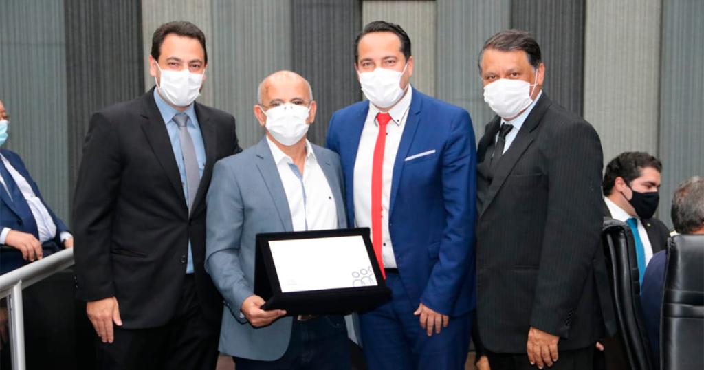 Noé Xavier recebe Diploma do Mérito Legislativo da Câmara Municipal de Contagem